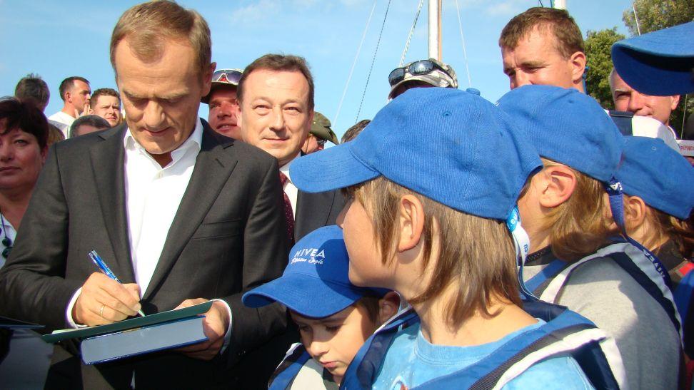 Przeglądasz zdjęcia w artykule: Odwiedził nas Premier Donald Tusk 25 września 2011