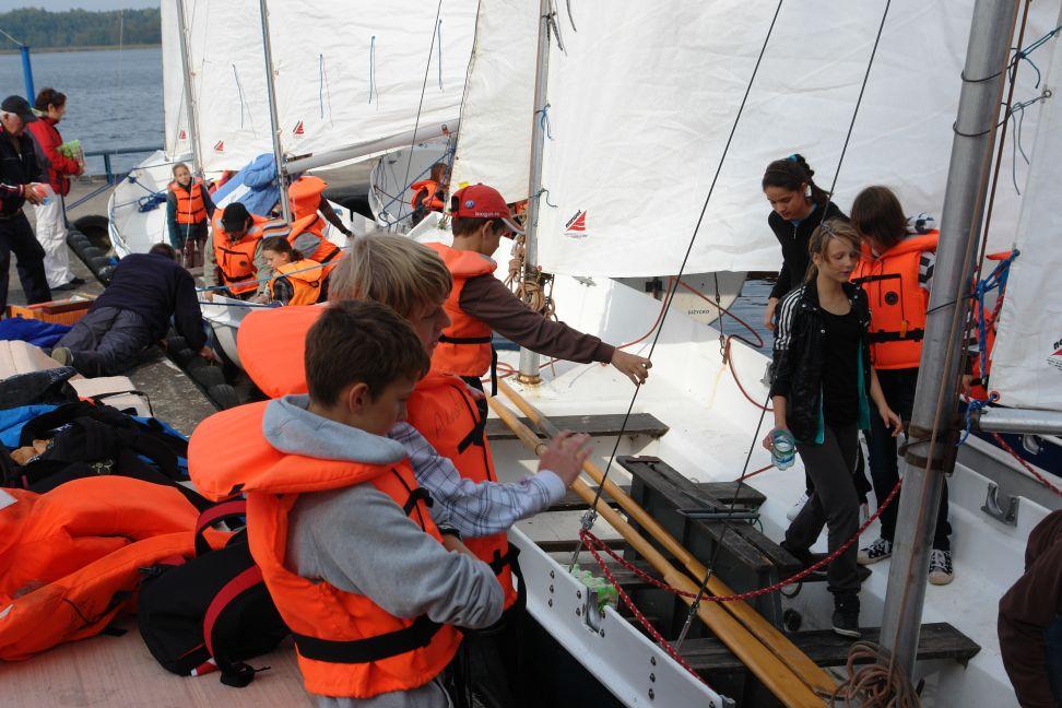 Przeglądasz zdjęcia w artykule: IX Młodzieżowe Regaty w klasie DZ  3 październik 2011